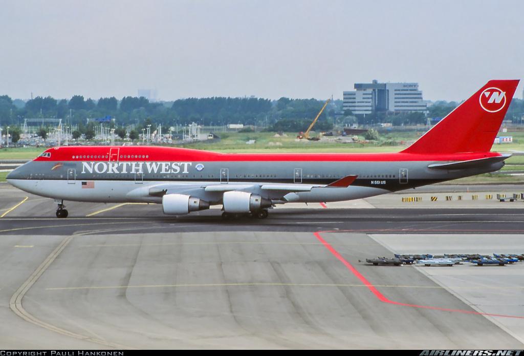 http://cdn-www.airliners.net/aviation-photos/photos/9/5/4/2437459.jpg