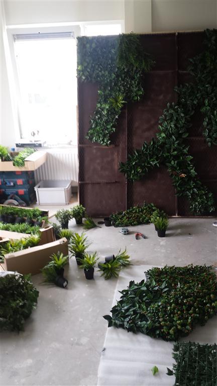 http://lumatronix.nl/FOK/Vertical_Garden_beplanten2.jpg