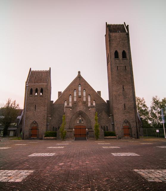http://mrc4.nl/meuk/bewerkt/kerk-3.JPG