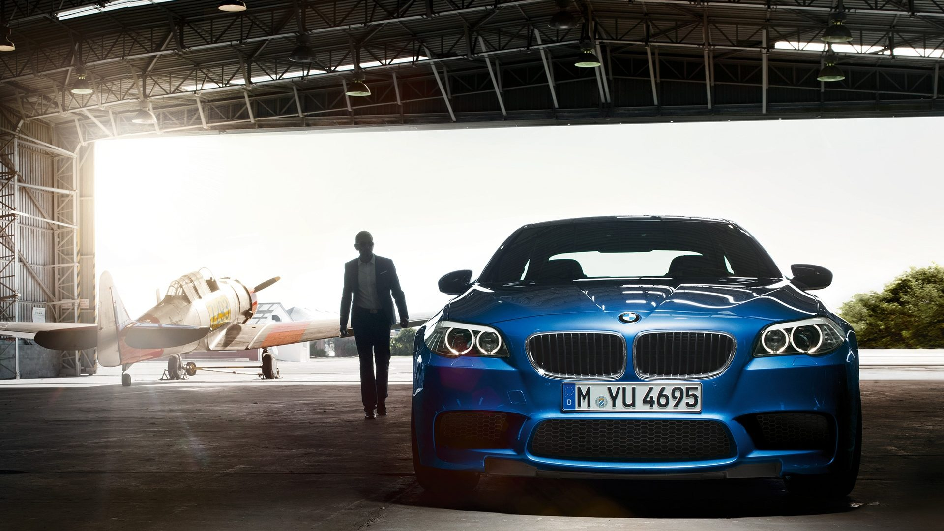 http://static.autoblog.nl/images/wp2011/wallpaper/BMW_M5_F10_Wallpaper1609_01.jpg