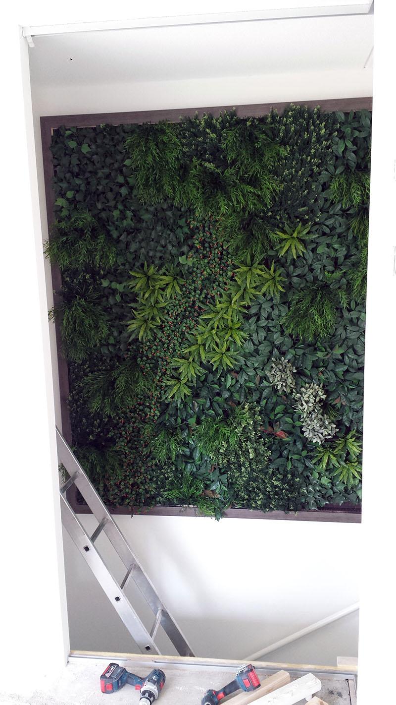 http://lumatronix.nl/FOK/vertical_garden_hangt.jpg