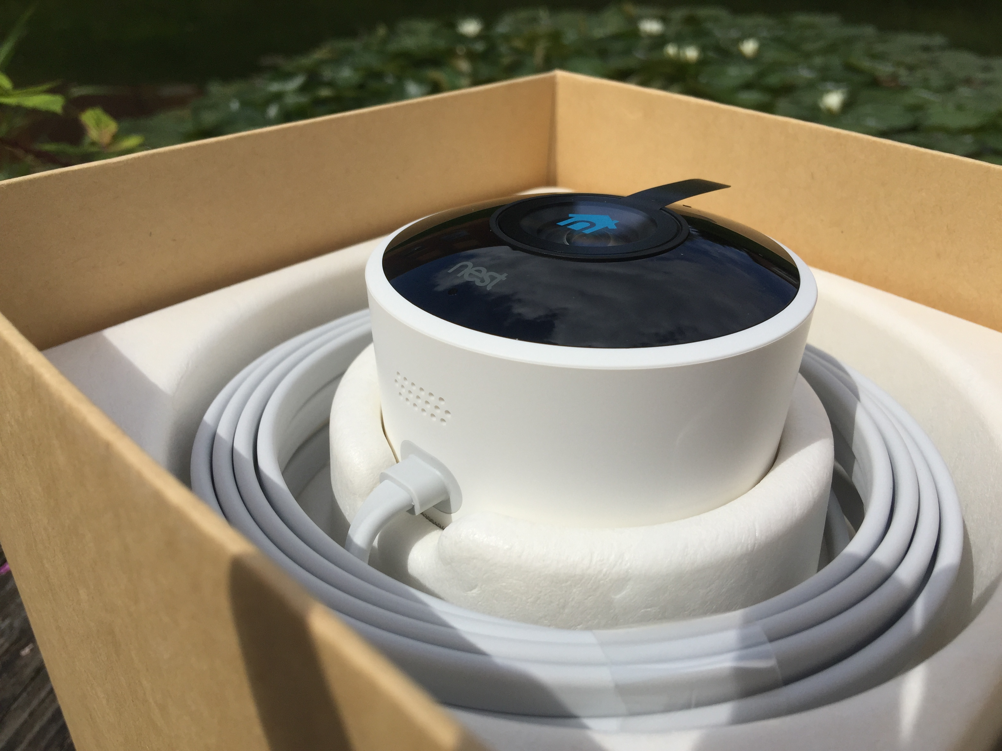 http://techgaming.nl/image_uploads/reviews/Nestcam-outdoor/low1.JPG