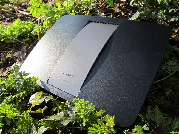 https://www.techtesters.eu/pic/LINKSYS-EA6900/IMG_8302.JPG