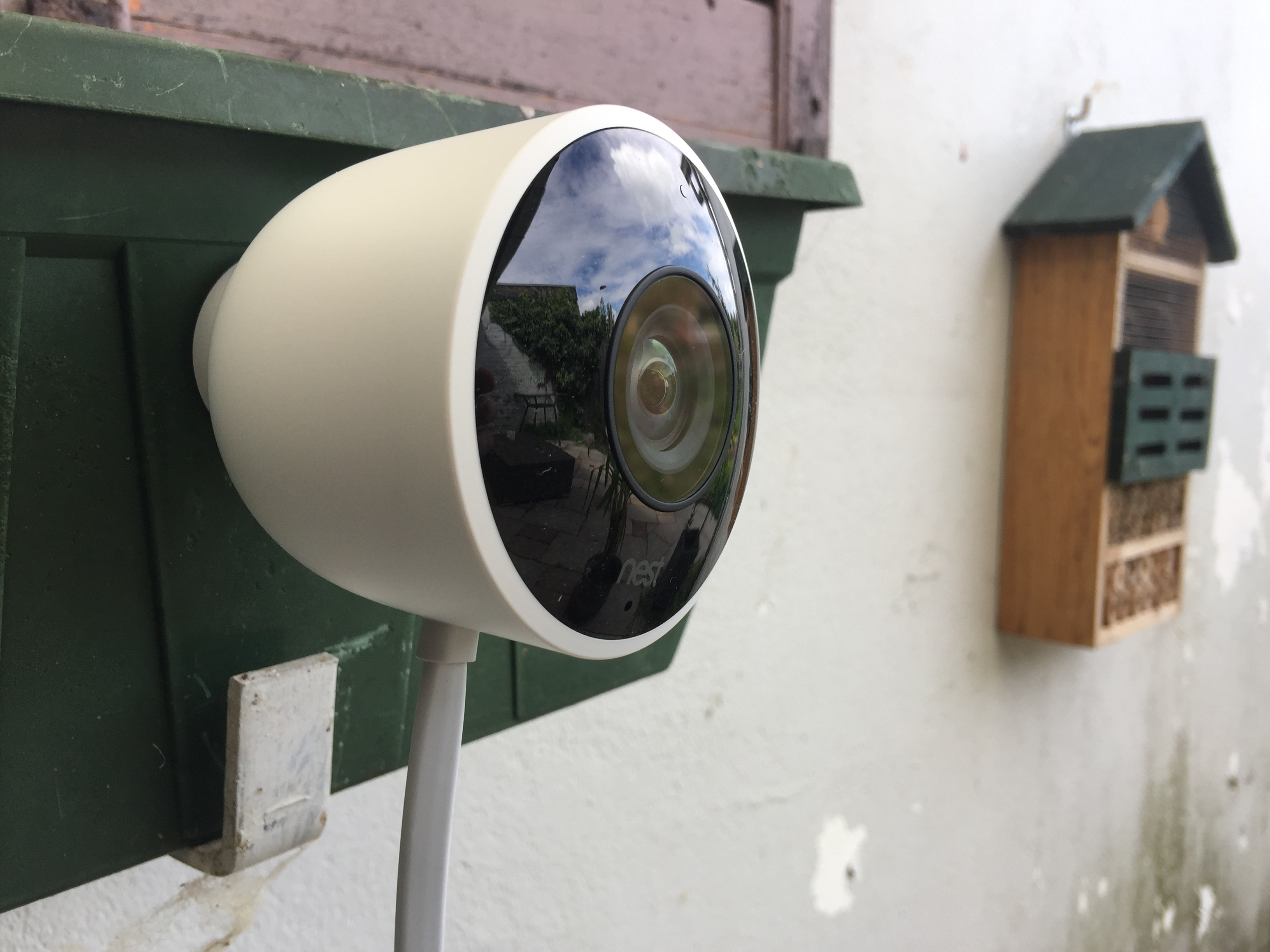 http://techgaming.nl/image_uploads/reviews/Nestcam-outdoor/low3.JPG