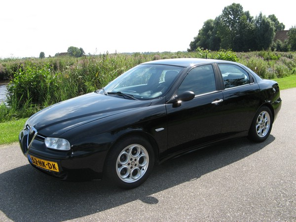 http://www.alfa90.nl/overig/156/dakfix/img_4042.jpg