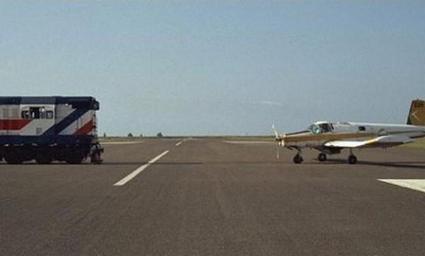 https://2.bp.blogspot.com/-seX_zcu4zS8/UguKJnNhbEI/AAAAAAAAMkc/XWXDdfZncvg/s1600/freakiest-airports-in-the-world01.jpg