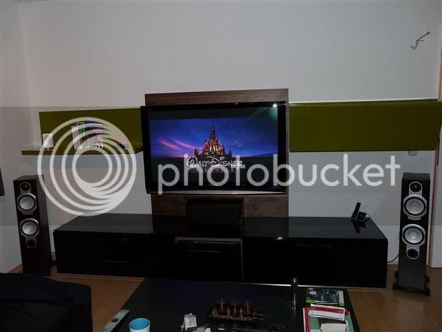 http://i231.photobucket.com/albums/ee38/SlasZ/Home%20Cinema/New%20setup/Small/P1050231Small.jpg