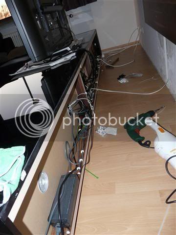 http://i231.photobucket.com/albums/ee38/SlasZ/Home%20Cinema/New%20setup/Small/P1050106Small.jpg