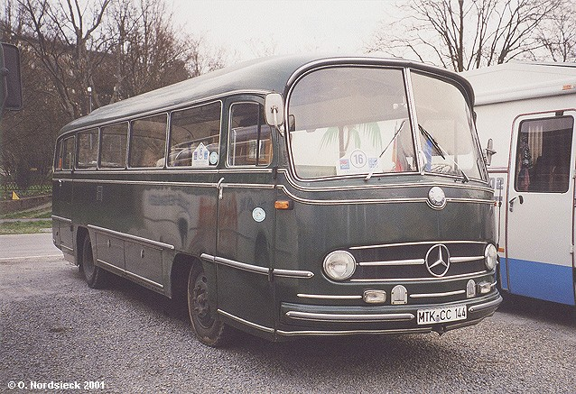 http://www.olafs-fotoseite.de/01030524-Mercedes-O321H-Ueberlandbus-dunkelgruen.jpg