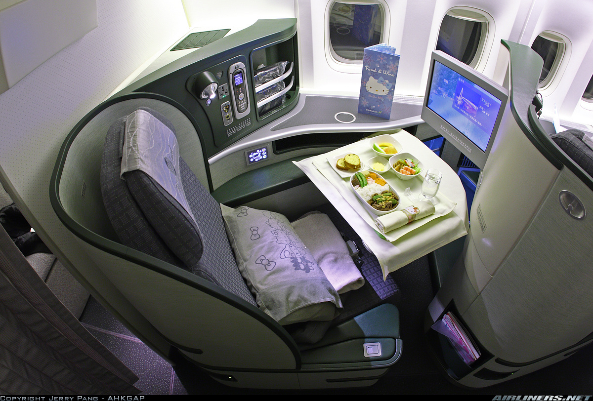 http://cdn-www.airliners.net/aviation-photos/photos/3/5/3/2543353.jpg