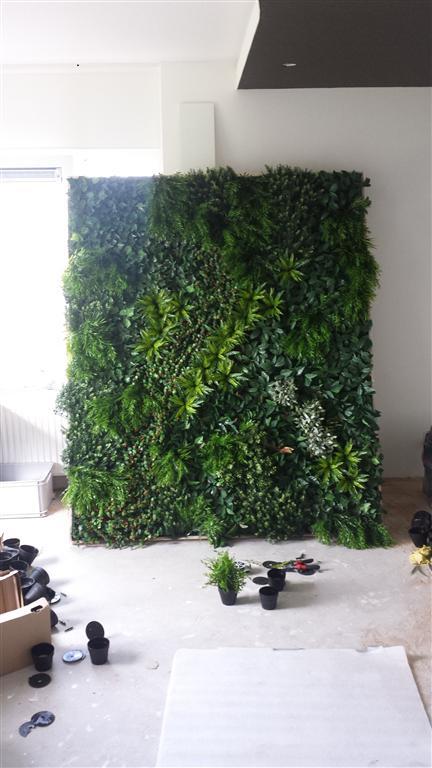 http://lumatronix.nl/FOK/Vertical_Garden_beplanten3.jpg