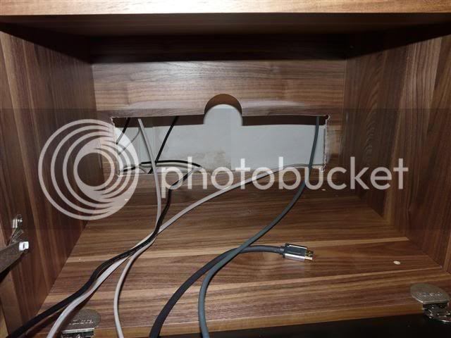 http://i231.photobucket.com/albums/ee38/SlasZ/Home%20Cinema/New%20setup/Small/P1050095Small.jpg