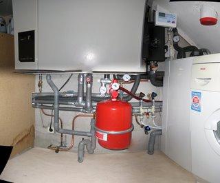 http://solar.reinieren.net/hardware/uploaded_images/IMG_8932---IMG_8931---zonneboiler-8-images---4866x4047---SCUL-Smartblend-799972.jpg