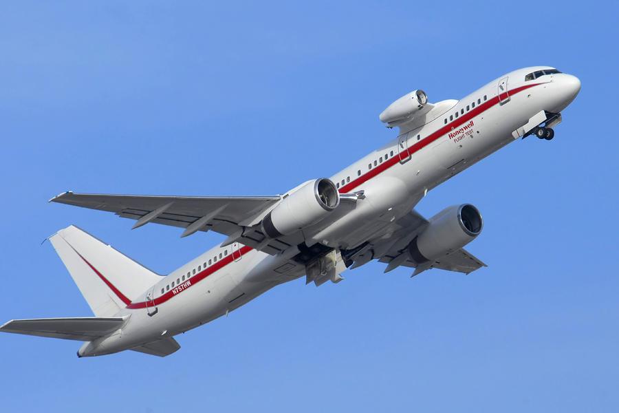 http://images.fineartamerica.com/images-medium-large/honeywell-757-engine-testbed-n757hw-brian-lockett.jpg