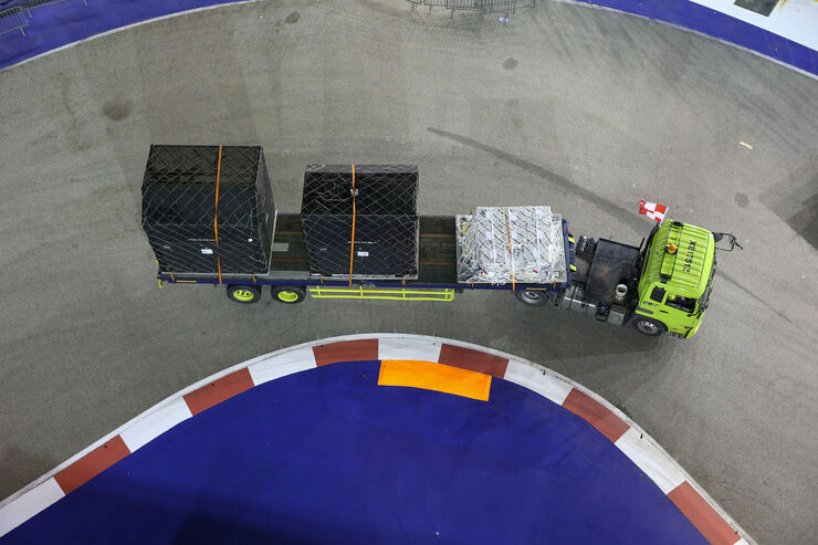 https://imgr3.auto-motor-und-sport.de/Impressionen-GP-Singapur-Formel-1-Mittwoch-13-09-2017--fotoshowBig-2fb1114e-1118234.jpg