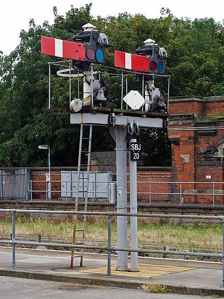 https://upload.wikimedia.org/wikipedia/commons/thumb/7/72/Severn_Bridge_Junction_%282343451571%29.jpg/440px-Severn_Bridge_Junction_%282343451571%29.jpg