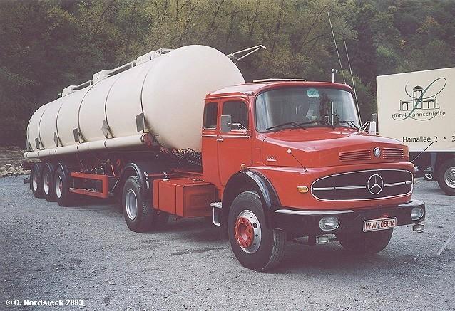 http://www.olafs-fotoseite.de/03100408-Mercedes-LS1624-Tanksattelzug-rot-Tank-weiss.jpg