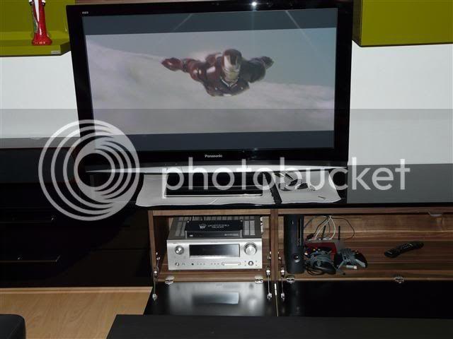 http://i231.photobucket.com/albums/ee38/SlasZ/Home%20Cinema/New%20setup/Small/P1050122Small.jpg