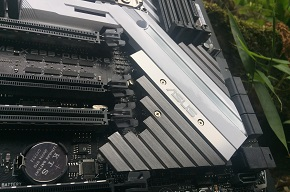 http://techgaming.nl/image_uploads/reviews/Asus-X299-Deluxe/low3.JPG