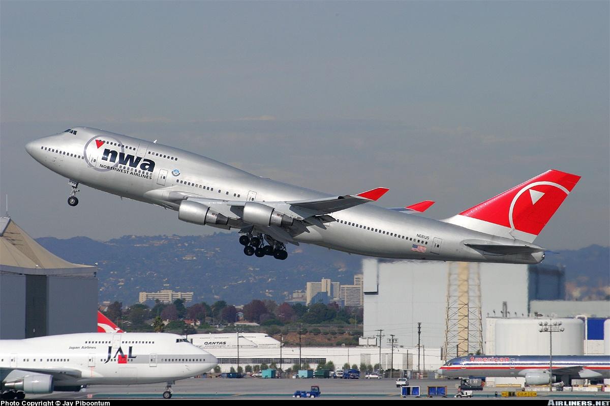 http://cdn-www.airliners.net/aviation-photos/photos/4/2/5/0470524.jpg