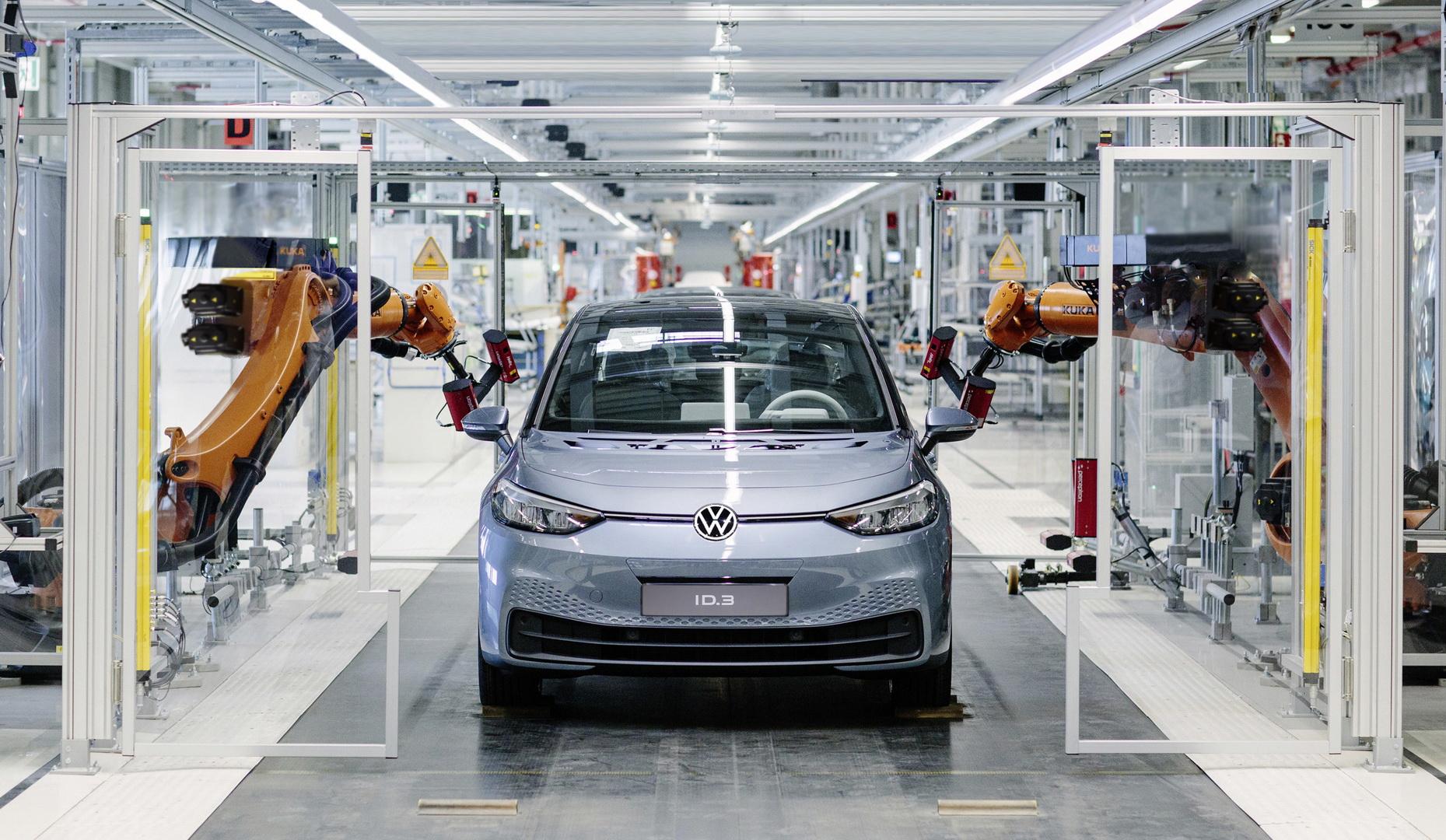 https://www.carscoops.com/wp-content/uploads/2019/11/62d16d3b-vw-id3-zwickau-plant-1.jpg