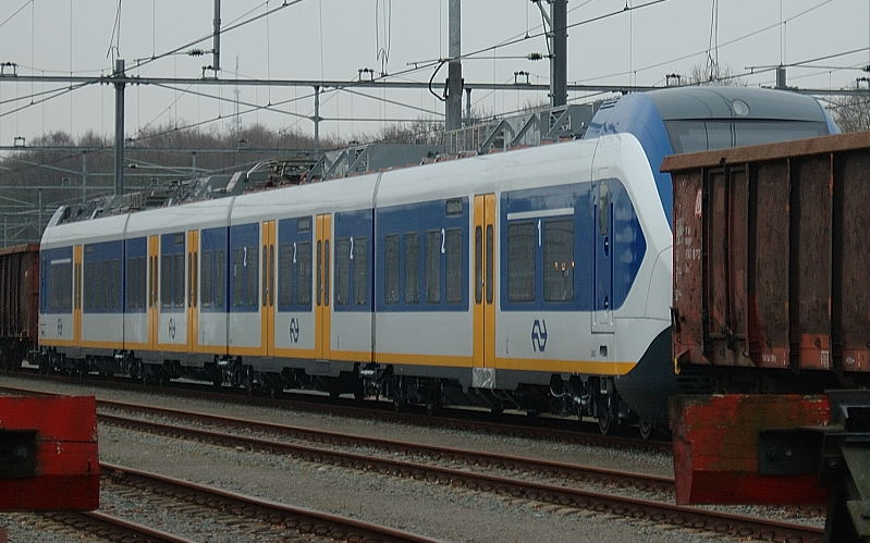 http://upload.wikimedia.org/wikipedia/commons/0/04/SprinterLightTrain2402.jpg