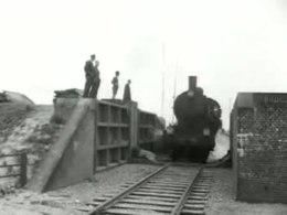 https://upload.wikimedia.org/wikipedia/commons/thumb/0/04/De_spoorwegverbinding_door_de_overstroomde_Kruininger_polder-512760.ogv/260px--De_spoorwegverbinding_door_de_overstroomde_Kruininger_polder-512760.ogv.jpg