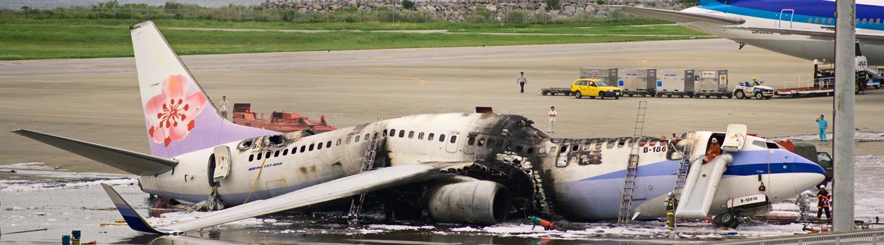 https://upload.wikimedia.org/wikipedia/commons/9/96/China_Airlines_B-18616_fire.jpg