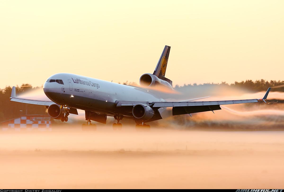 http://cdn-www.airliners.net/aviation-photos/photos/5/8/9/2703985.jpg