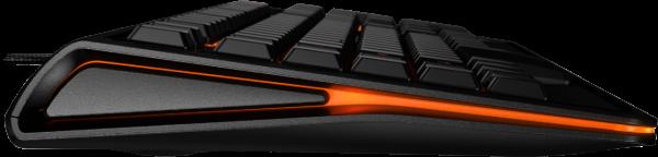 De verlichting aan de zijkant kleurt mee met SteelSeries-logo boven het numerieke eiland.