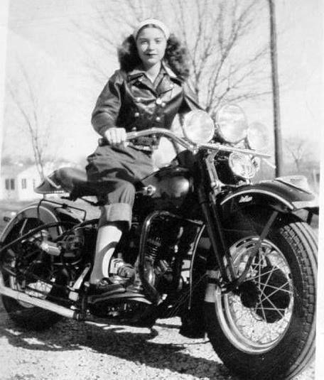 https://i.pinimg.com/736x/5d/f0/53/5df05320dcb2b61134e281b00c592759--biker-girl-biker-chick.jpg