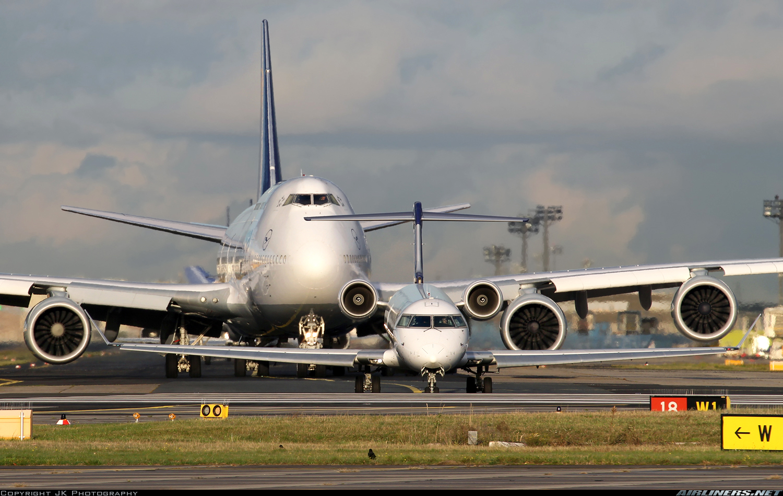 http://imgproc.airliners.net/photos/airliners/3/7/0/4638073.jpg?v=v4950ffbdee7