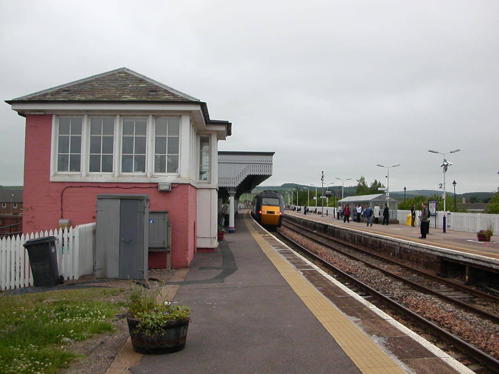 https://upload.wikimedia.org/wikipedia/commons/2/24/Stonehaven_Railway_Station_03.JPG