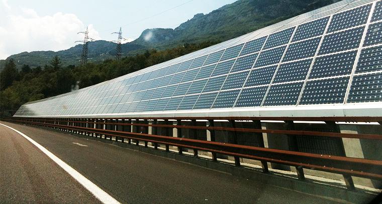 https://scx-solar.eu/wp-content/uploads/2013/05/zonnepanelen-langs-snelwegen.jpg
