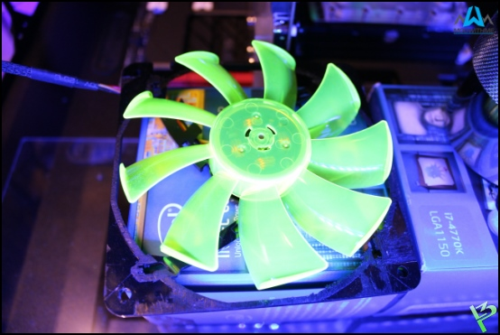 http://www.l3p.nl/files/Hardware/Raz3rD3sk/Progress/107%20%5B550xl3p%5D.JPG