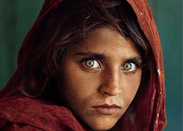 http://artisticthings.com/wp-content/uploads/2009/12/afghan-girl-615.jpg