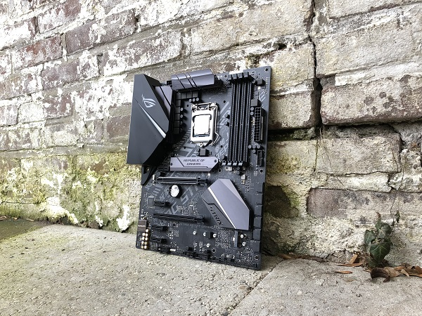 http://techgaming.nl/image_uploads/reviews/Asus-ROG-Strix-H370-F/bestand%20(15).jpg