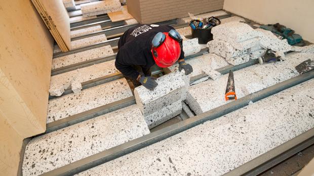 https://www.bouwtotaal.nl/wp-content/uploads/2019/05/Renovatievloer-droog.jpg