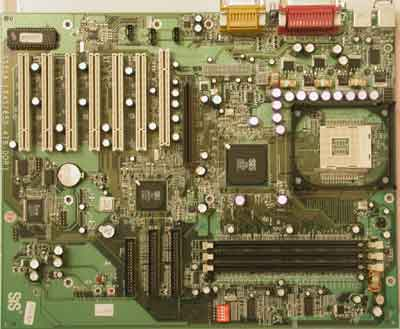 SiS 645 moederbord