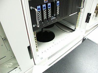 Server upgrades 21 nov: koelgat onderin kabinet