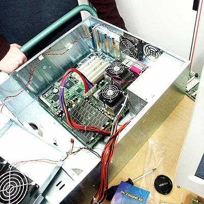 Artemis upgrade: Tyan Thunder K7 kaal in rackmount