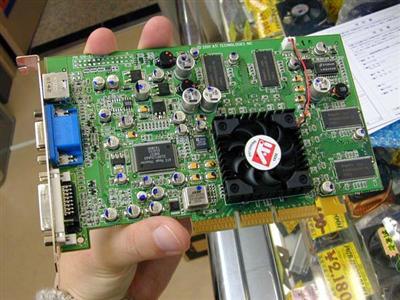 ATi Radeon 8500LE geklokt op 230MHz