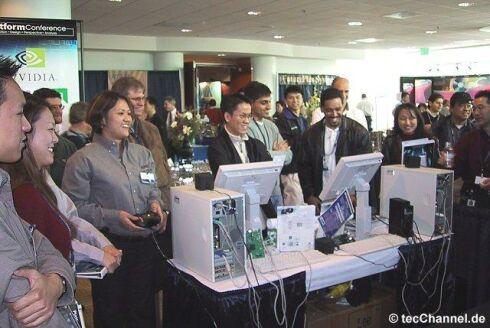 Conferentiebezoekers van AMD, Intel, nVidia en VIA, vermaken zich gezamelijk met de game Dead or Alive 3