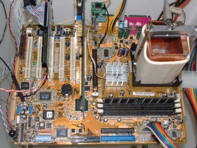 2400@4010MHz Pentium 4 overclock opstelling met vloeibare stikstof koeling