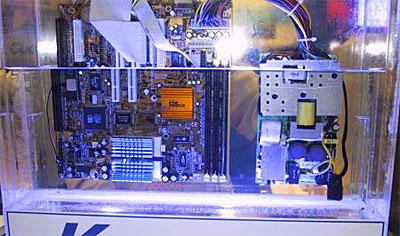 PC ondergedompelt in vloeistof