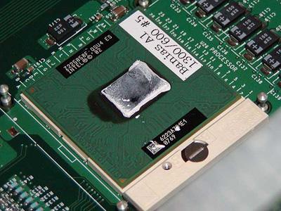 Intel Banias processor naakt en in volle glorie