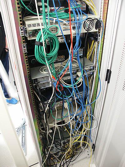 Server upgrades 31 aug: rack bekabeling in oude staat