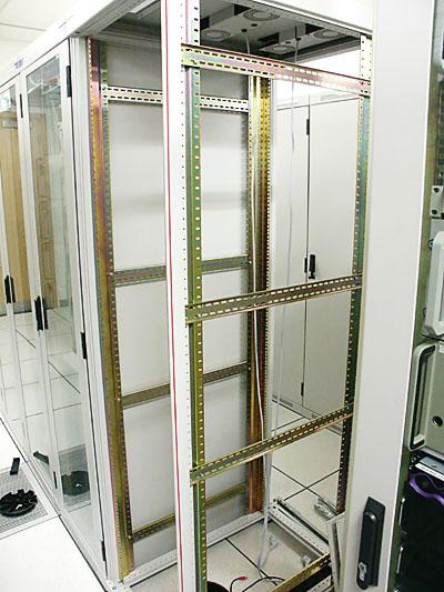 Server upgrades 31 aug: Nieuw rack geplaatst
