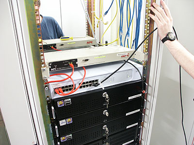 Server upgrades 31 aug: 3Com switches en APC Masterswitches