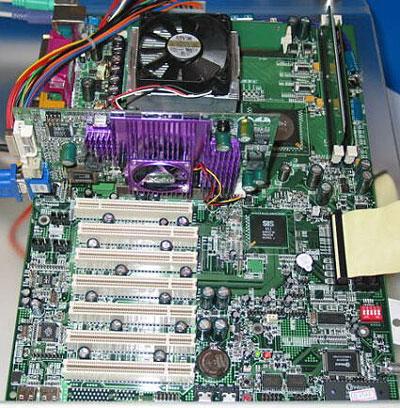 Moederbord met SiS R658 chipset @ IDF 2002